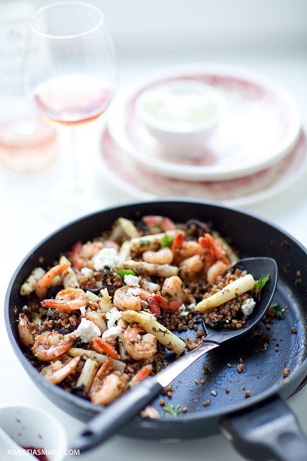 Kasza gryczana ze szparagami, krewetkami i serem białym