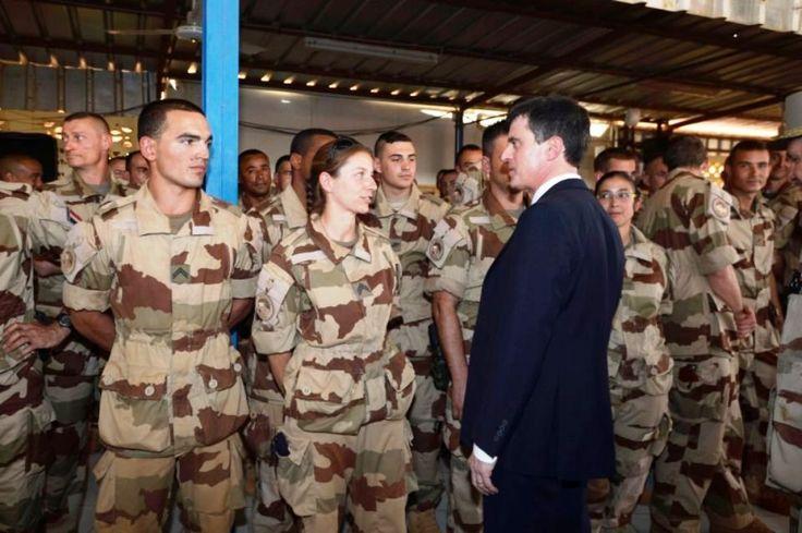 Au Mali, Valls rencontre les troupes françaises engagées contre les jihadistes - http://www.malicom.net/au-mali-valls-rencontre-les-troupes-francaises-engagees-contre-les-jihadistes/ - Malicom - Toute l'actualité Malienne en direct - http://www.malicom.net/
