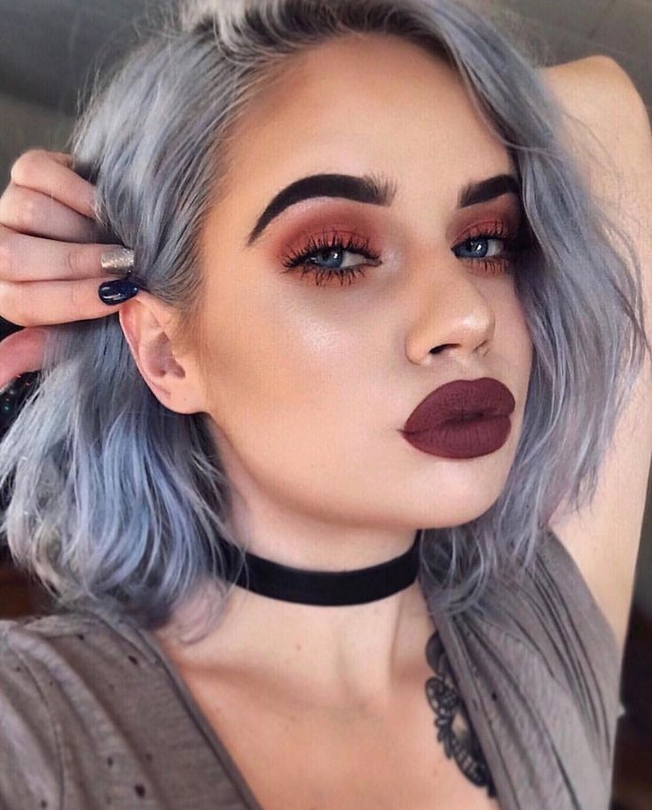 @laurenrohrer is serious makeup goals with this bold, edgy makeup look. She topped off her eye look with the Creme Shop lashes.