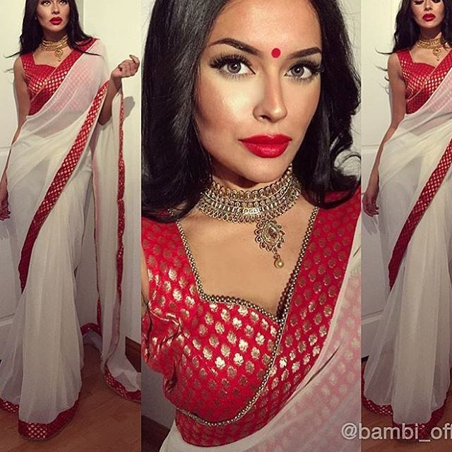 White georgette Saree with red brocade border and blouse To purchase this product mail us at houseof2@live.com or whatsapp us on +919833411702 for further detail #sari #saree #sarees #sareeday #sareelove #sequin #silver #traditional #ThePhotoDiary #traditionalwear #india #indian #instagood #indianwear #indooutfits #lacenet #fashion #fashion #fashionblogger #print #houseof2 #indianbride #indianwedding #indianfashion #bride #indianfashionblogger #indianstyle #indianfashion #banarasi…