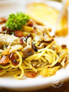 Per degli Spaghetti ai funghi e speck croccante ancora più saporiti, se è possibile, scegliete un misto di funghi di diverse varietà oppure solo porcini.