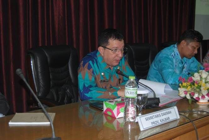Foto M Zeet : saat memberikan meng-expose pra pelaksanaan STQ ke-23 tingkat provinsi Kalbar di lantai III Kantor Gubernur Kalbar.