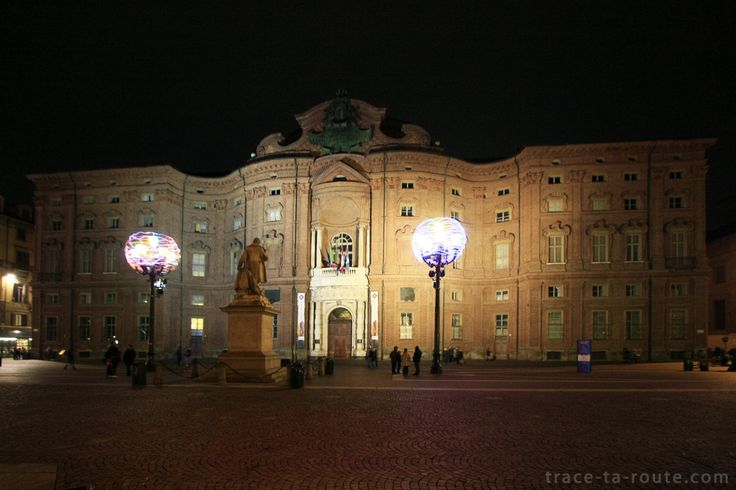 #TURIN : Piazza et Palazzo Carignano