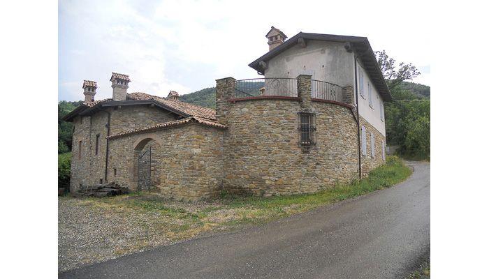 Casale di campagna sui colli Piacentini - Stazzano, Piacenza http://www.home-lab.org/it/immobili-particolari?view=property=324:casale-in-val-trebbia-stazzano