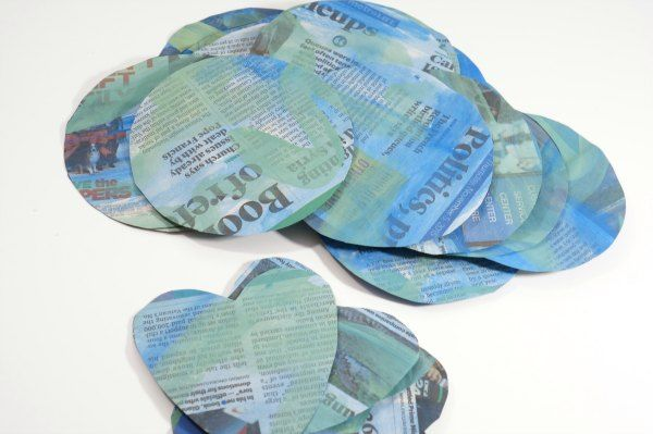 Earth Day artigianato riciclato cerchi di giornale