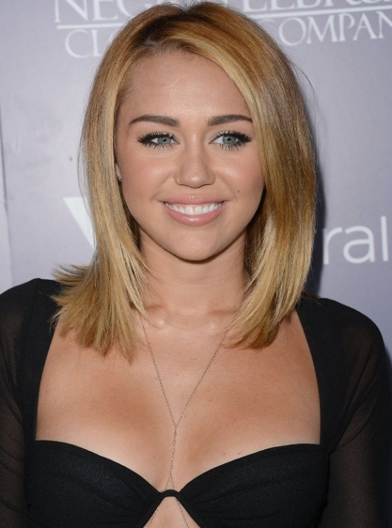 miley cyrus like her short hair because she looks grown