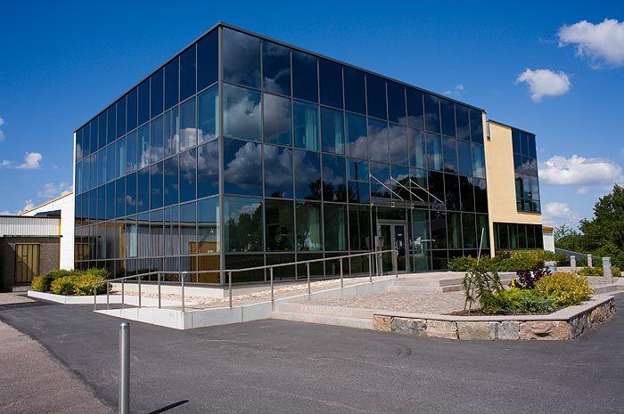 SIA Glass plant in Slöinge, Sweden with an all-glass façade made of Pilkington Suncool™ 50/25 solar control glass combined with Pilkington Spandrel Glass Coated to achieve a continuous curtain wall effect on the façade.