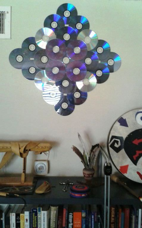Discarded cd and dvd roms, with super glue, make great hanging art wall pieces!   ++ More information at Al is in Wonderland! website ! Idea sent by Al Walz !