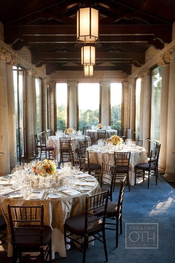 cream tablecloths and chiavari chairs