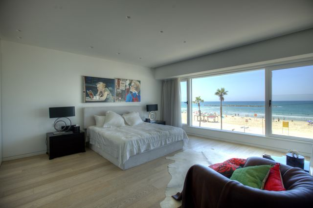 Rent a holiday home in Tel Aviv province by looking through our large collection of holiday apartments, holiday villas, country homes, houses and other styles of holiday rentals in the Tel Aviv province. Tel Aviv is ideal for holidays whether you are looking for a beach holiday, relaxing or playing golf. To rent a vacation home in Tel Aviv province can be carried out easily on Patronim.com. Pick from our quality holiday rental villas, self-catering holiday rental homes.