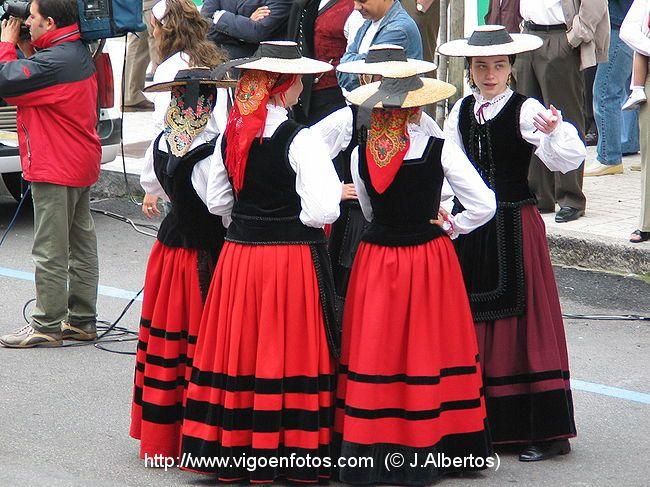 Mu 209 Eira Day Typical Galician Dance In 2019 Traditional
