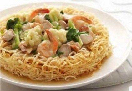 - Merupakan menu yang berasal dari negara Cina, yang sudah populer di negara kita. Yaitu mie yang dikombinasikan dengan beberapa makanan laut. Cara membuatny