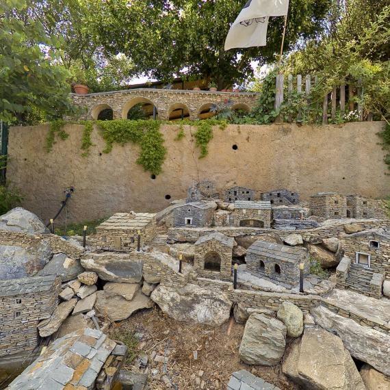 Carriolu Miniature Village