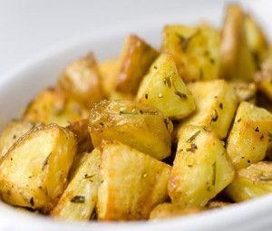 Запеченый в фольге картофель с травами и чесноком