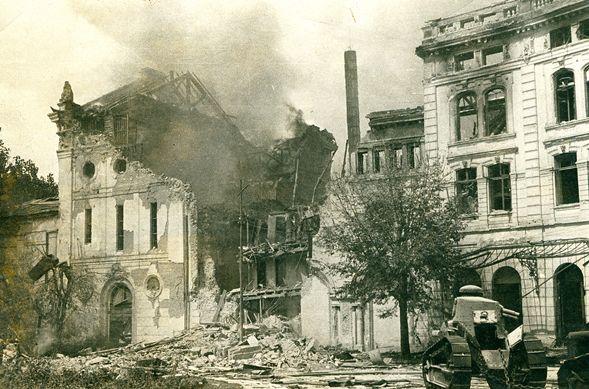 Teatrul Lyric bombardat