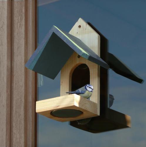 klikněte pro detail - Krmítko pro ptáky na okno - dřevěné