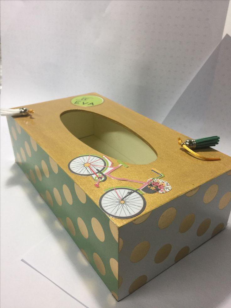 caja de madera para pañuelos o guantes de laboratorio decorada