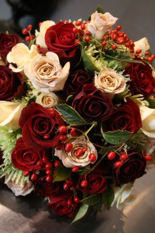 Roses, berries and lime spiders