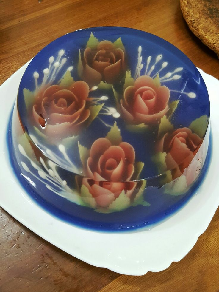 FLOWER INFILL White: milk Red: beet Green: matcha powder  BASE Blue pea