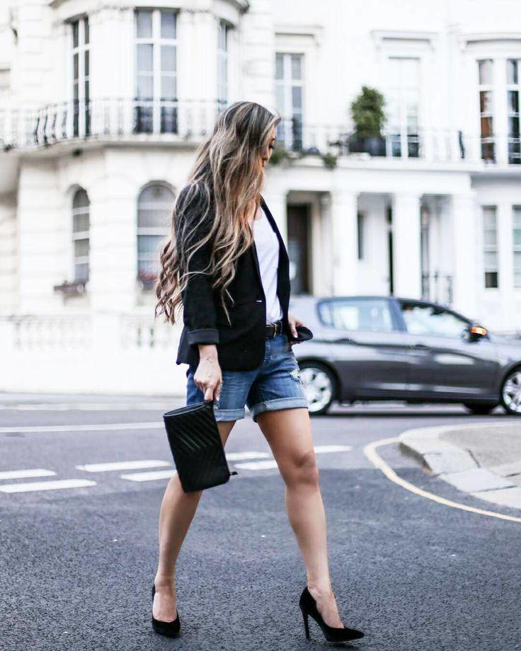 Un veston et des talons noirs ajoutent automatiquement une dose de style au classique duo short  t-shirt blanc  #lookdujour #ldj #streetstyle #short #jeans #summer #style #outfitideas #outfitinspo #inspiration #regram  @thatsotee