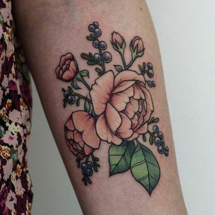 tattoo signification, design de pivoine rose pâle sur l'avant bras, modèle tatouage floral