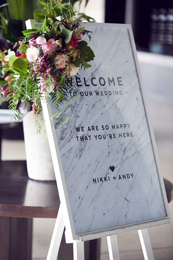 See all the beautiful marble and geometric details with pops of bright florals at this gorgeous real wedding. Credits in comment.