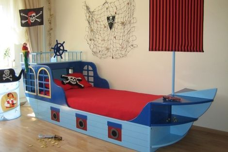 bett piratenschiff kinderzimmer piraten pinterest. Black Bedroom Furniture Sets. Home Design Ideas