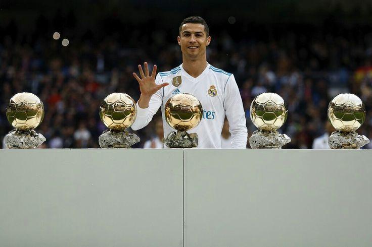 Cristiano apresenta as suas 5 bolas de ouro ao Santiago Bernabéu. Dezembro de 2017