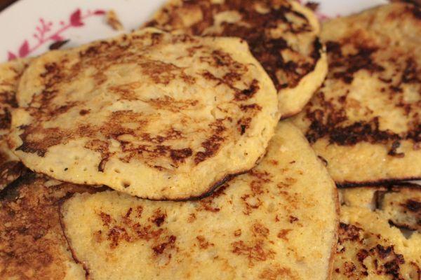 makkelijke, gezonde banaan pannenkoeken  benodigdheden  1 banaan, 2 eieren  (6 tot 8 stuks) die mix je en bak je in de pan met wat olijfolie/ kokos olie. besmeer eventueel met jam, pindakaas of mix er rozijnen door heen