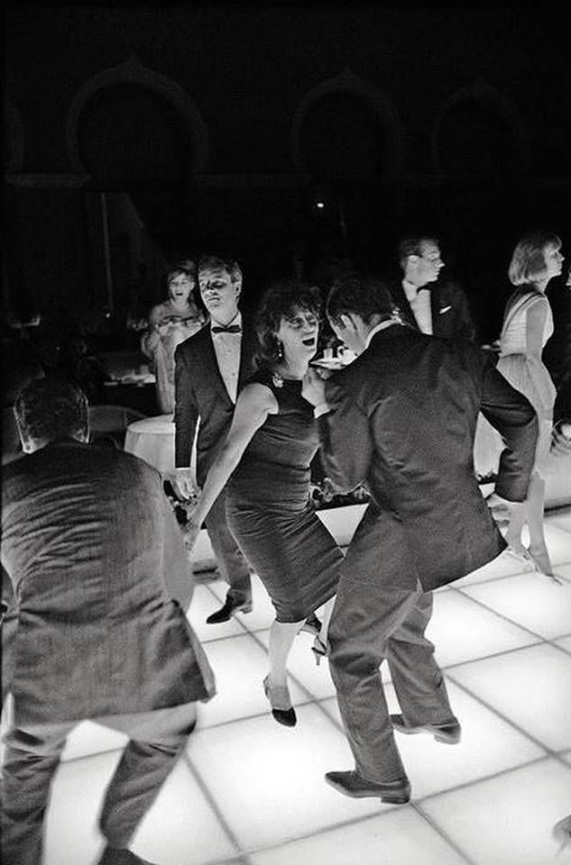 Pier Paolo Pasolini bailando twist con Ana Magnani en Venecia 1962.