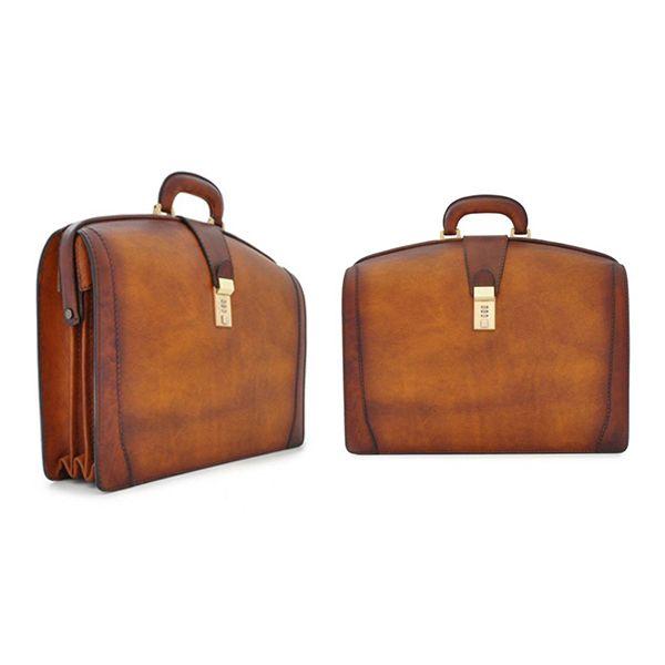 Wie zie jij al met zo'n chique Italiaans leren Pratesi Brunelleschi aktekoffer lopen? #pratesi #briefcase #briefcases #aktekoffer #leatherbriefcase #aktetas #luxe #chic #chique #luxury
