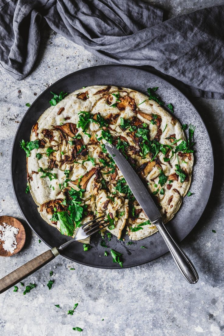 Herzhafte Sauerteig-Pancakes mit Pilzen und Kräutern #laktosefrei