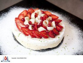 """La recette de """"La Pavlova"""" fraises litchis michalak"""