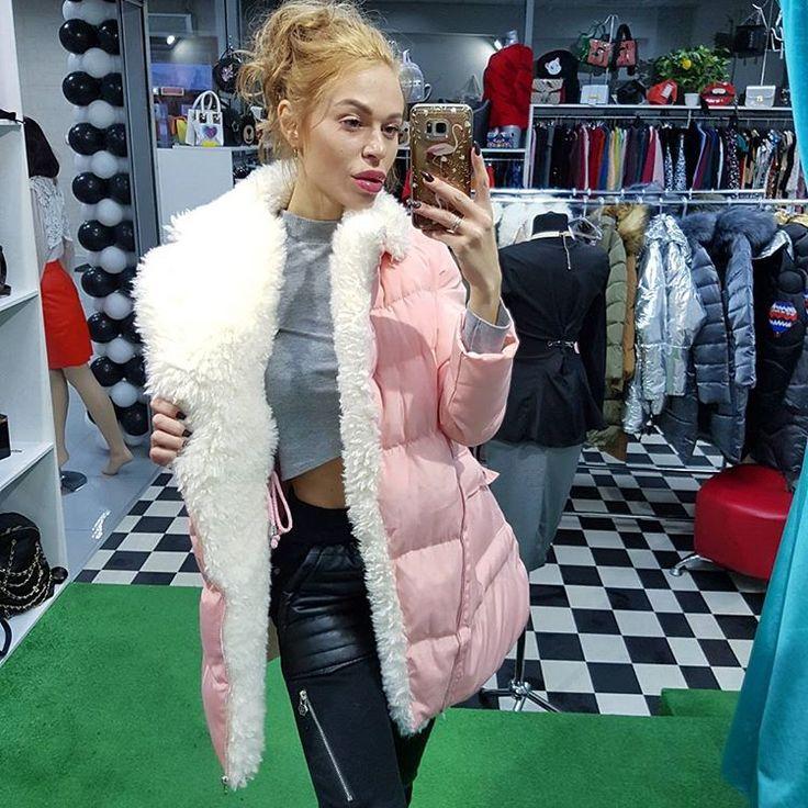 Наш режим работы: каждый день с 10:00 до 21:00☝️  -  Представляем Вам просто  бомбовую модельку Она разойдется очень быстро Так что не откладывайте свой визит в наш магазин  Очень стильная и теплая курточка #этолюбовь   ЛИСТАЙТЕ, ДАЛЬШЕ ВИДЕО  Все размеры и цвета в наличии  Цена: 4200₽ #этобомба  ✈Отправим в любой город   Приезжайте к нам по адресу Торговый центр #Полтавский ул Полтавская 38стр.22 Showroom No Name   #курточкизима #зимакуртки #курткизимакрасноярск #пуховиккрасноярс