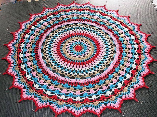 Ravelry: Free Doily Blanket Pattern  I love it!