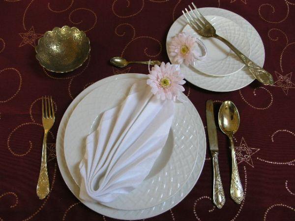 Tento palmový vejárik mám najradšej.... vyzerá veľmi pekne s kvetinkami na tanieri....