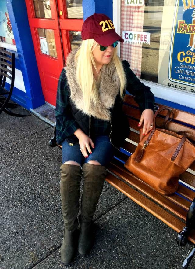 Baseball Hat Outfit Ideas. How to wear a Baseball Cap to Look Chic, Sophisticated and Street Style Cool! #baseballcap #baseballoutfit #streetstyle #outfitideas #outfitoftheday #outfitgoals #fashioninspiration #fashion #styleinspiration