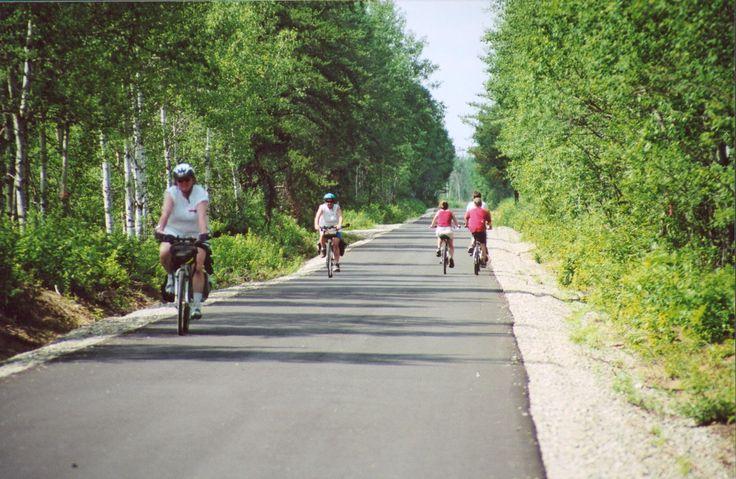La #Veloroute des Bleuets offre différents forfaits de randonnées organisées. http://www.veloroute-bleuets.qc.ca/ #Saguenay_lac #cyclisme