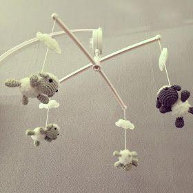 Mobiel met gehaakte schaapjes. Link van patroon op mijn blog. Crochet sheep mobile link to free pattern