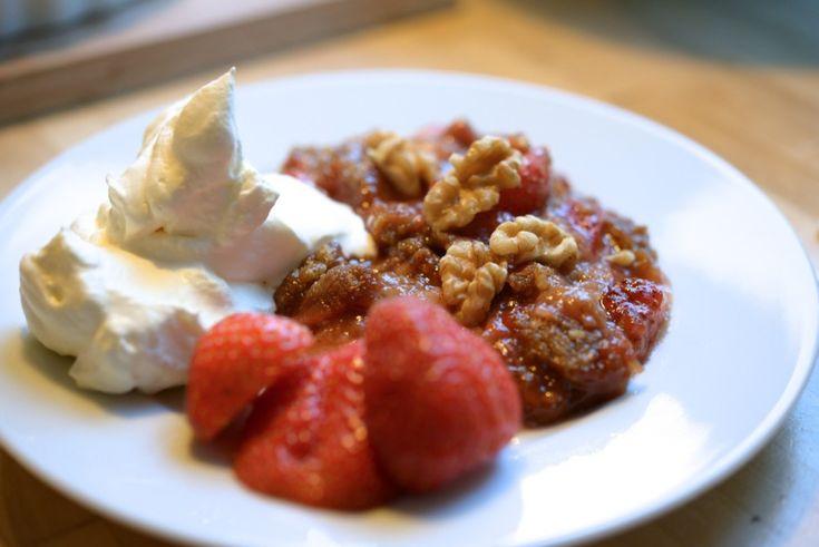 Rabarbra & Jordbær-Crumble