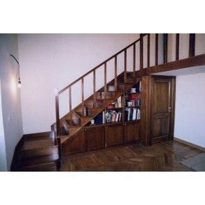 Un modo di occupare lo spazio sotto le scale. Tutto in legno. Consigliato da LEGNO PIU' INGEGNO - www.legnopiuingeg... #scale #arredamento #mobiliinlegno #design #decoro #scale