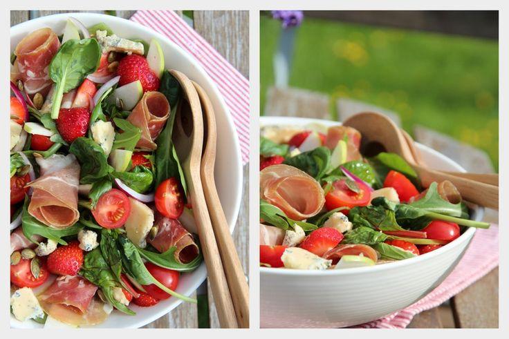 Sommersalat med spekeskinke, eple og jordbær