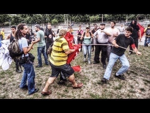 Liderados por Bolsonaro, milicos e skinheads atacam Marcha Anti-fascista no Rio - YouTube