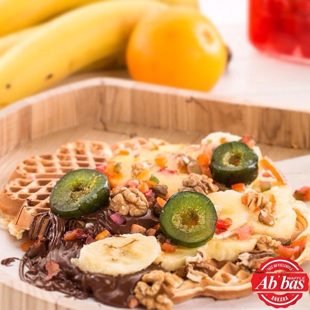 Mis gibi waffle hamurunun içindeki akışkan çikolata ve tazecik meyvelerden oluşan lezzet fırtınası…Abbas Waffle Ankara
