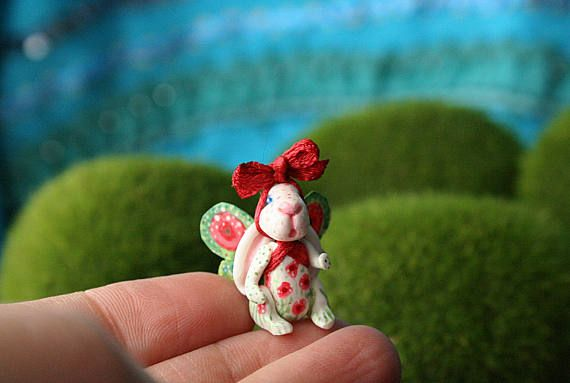 One more tiny bunny by  #BlackCatCreativeStudio at https://www.etsy.com/pt/listing/522196249/coelhinho-papoila-espirito-da-primavera *  #bunny #miniature #fairygarden #collectible #jointeddoll #etsy #poppy #flower #colorful