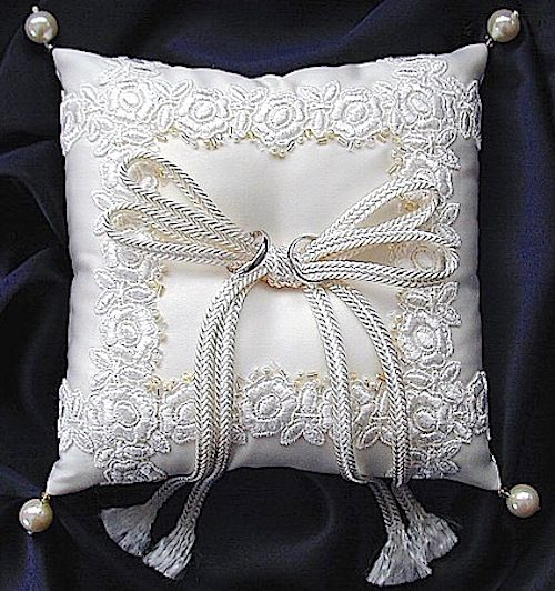 ateliersarah's ring pillow/lace and beads