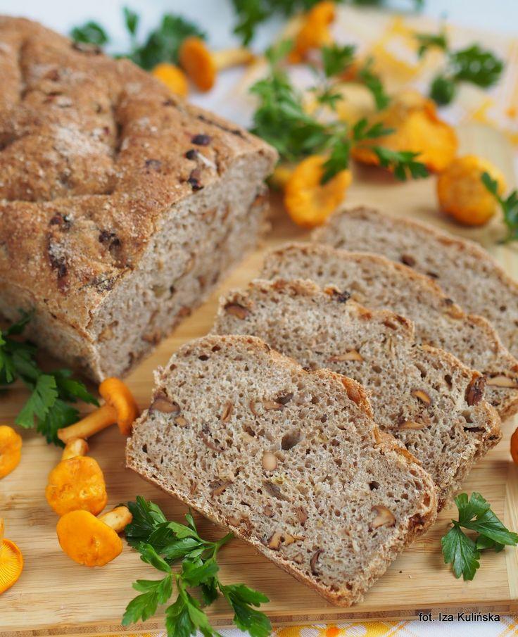 Smaczna Pyza: Chleb pszenno-orkiszowy z kurkami, na zakwasie