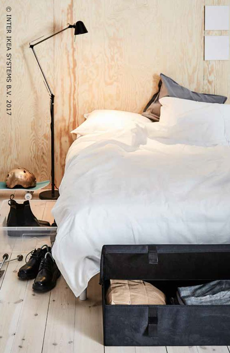 Het is lente, dat betekent tijd voor een grote lenteschoonmaak! Heb je te weinig opbergruimte? Vergeet dan zeker de ruimte onder je bed niet. Gebruik kleine dozen of lades (op wielen) en vul ze met kleren, schoenen of accessoires. Ontdek onze ideeën om je winterspullen netjes op te bergen. SAMLA Bak, 1,99/st. #IKEABE #IKEAidee It's Spring, so that means it's time to get your closet in shape for spring! You're short on storage space? Don't underestimate the value of some extra room under the…