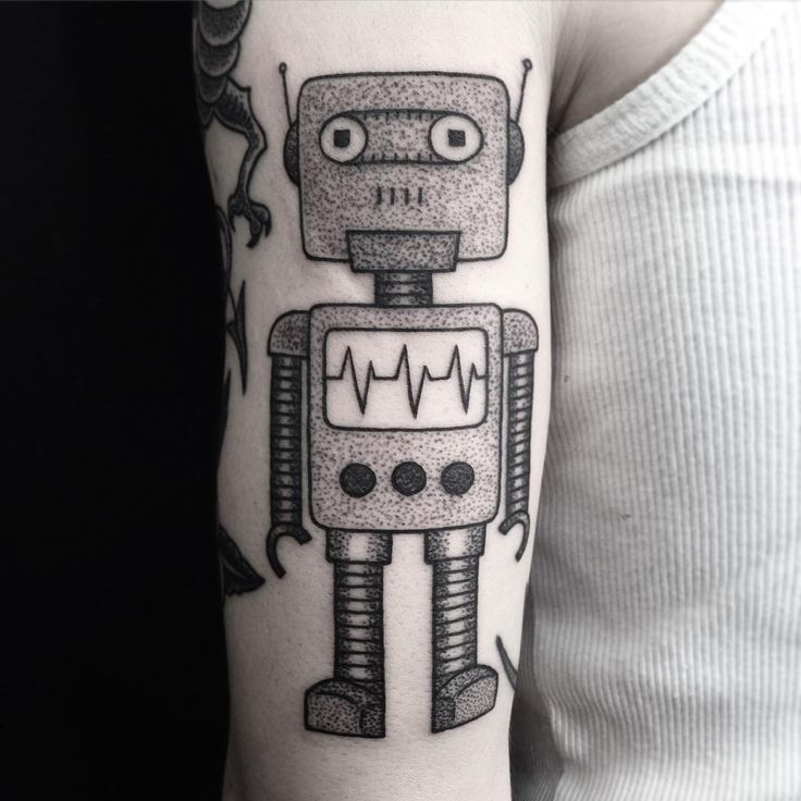 Robot from yesterday. Wraps around the arm a bit. Have a great weekend! #villeprinsen #tattoo #tatuering #robot #traditional #dotwork #blackwork #blacktattooart #blackworkerssubmission #btattooing #tgif #unikumtattoo #göteborg