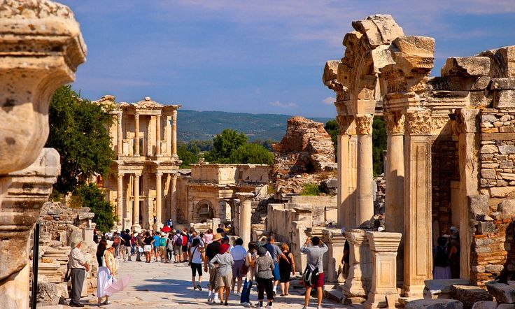 Izmir is one of the fastest-growing cruise-ship ports of call on the Aegean and an excellent base for trips to nearby Ephesus and Pergamon. But what to do when there? Gareth Huw Davies can help.